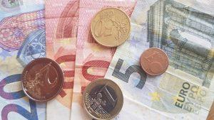 Symbolbild Geld, Scheine und Münzen